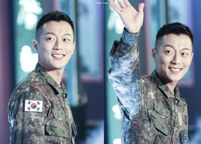 Doojoon (Hightlight) chính thức xuất ngũ vào ngày mai ảnh 1