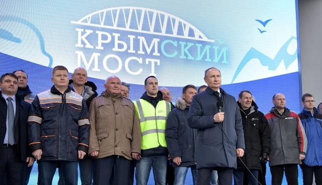Tổng thống V.Putin dự lễ khánh thành cầu đường sắt dài 19 km nối liền bán đảo Crimea với phía nam Nga qua eo biển Kerch ngày 23/12/2019 (Ảnh: Sputnik).