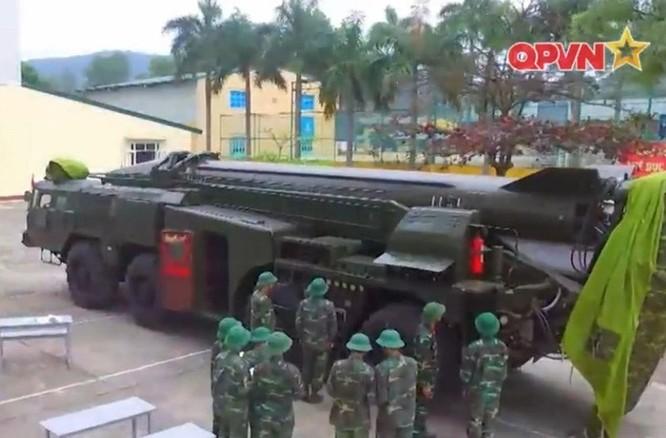 Một xe chở tên lửa Scud của quân đội Việt Nam