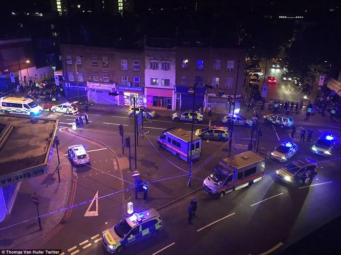 Xe tải lại đâm người kinh hoàng ở London, Anh ảnh 2
