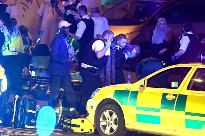 Xe tải lại đâm người kinh hoàng ở London, Anh ảnh 3