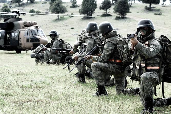 Lính đặc nhiệm Thổ Nhĩ Kỳ đã tới Aleppo, Syria nhằm chống lực lượng dân quân người Kurd