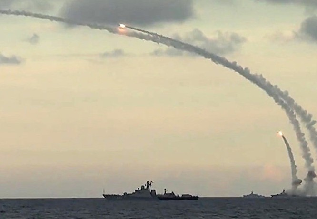 """Mỹ, Nga """"thập diện mai phục"""" tại Syria ảnh 1"""