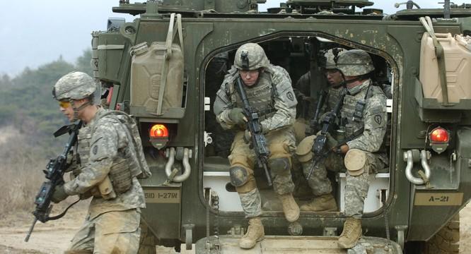 Binh sĩ NATO trong một cuộc tập trận