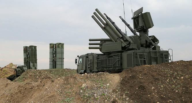 Bên cạnh các hệ thống phòng không tầm xa như S-400, Nga đã triển khai bổ sung các hệ thống phòng không tầm gần Pantsir-S1