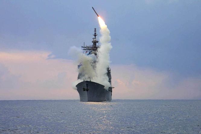 Chiến hạm Mỹ phóng tên lửa Tomahawk