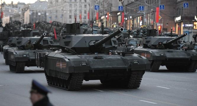 Nhưng so với siêu tăng Armata thì T-90 vẫn chưa là gì