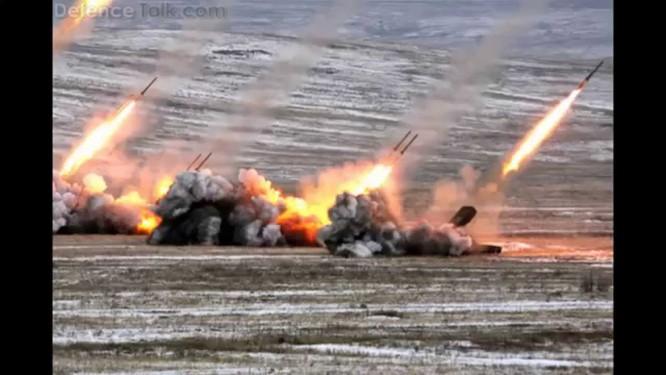 Hệ thống Tos-S1 Buratino khai hỏa diệt mục tiêu trong cuộc tập trận