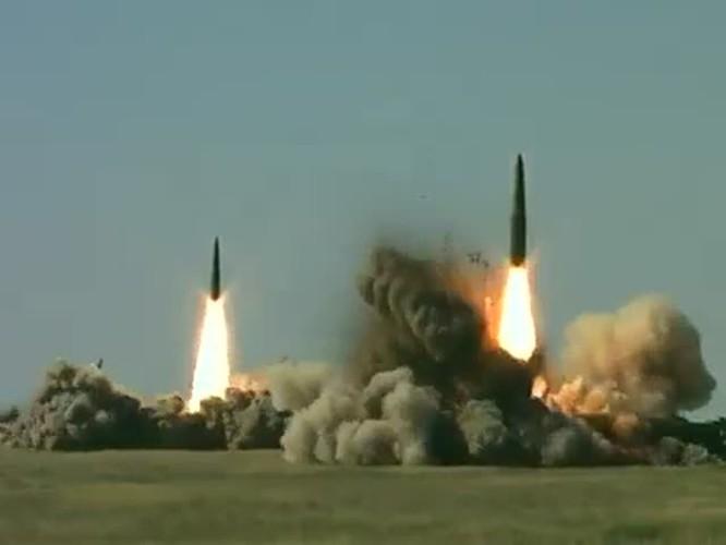 Tên lửa đạn đạo chiến thuật Iskander của Nga khai hỏa