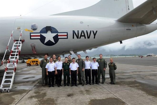 Phái đoàn quân đội Việt Nam thăm không đoàn máy bay tuần tra P-3 Orion của Mỹ
