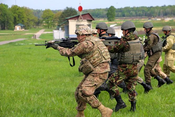 Lính Ukraine được cố vấn Mỹ huấn luyện quân sự