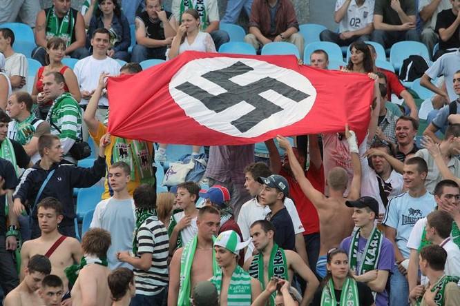 Chính quyền Kiev nhiều khi tỏ ra bất lực trong việc khống chế các nhóm hoạt động mang tư tưởng dân tộc cực đoan và phát xít mới