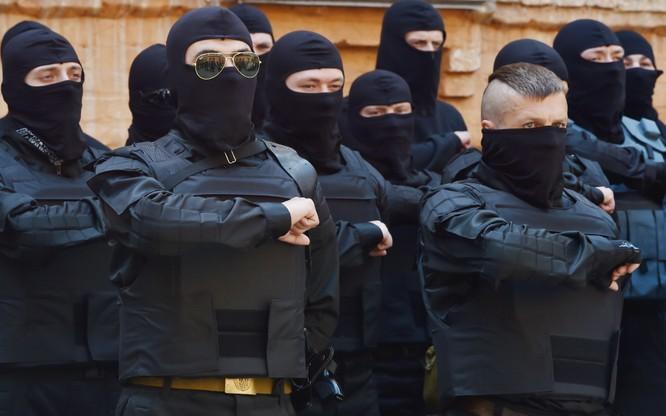 Những tổ chức cực hữu như Right Sector tham gia sâu vào đời sống chính trị và cả hành pháp ở Ukraine