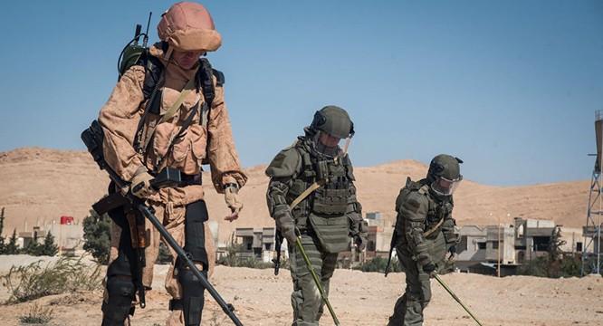 Công binh Nga rà phá bom mìn tại khu vực vừa được giải phóng tại Syria