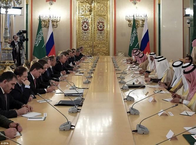 Tổng thống Putin hội đàm với quốc vương A rập Xê út tại Điện Kremlin trong chuyến thăm khiến thế giới sửng sốt