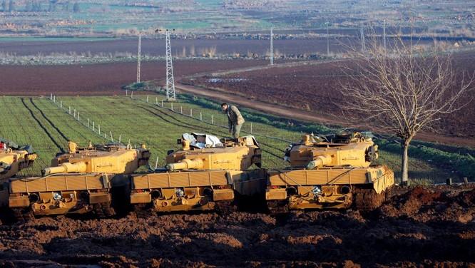 Xe tăng Thổ Nhĩ Kỳ tràn sang lãnh thổ Syria tấn công người Kurd