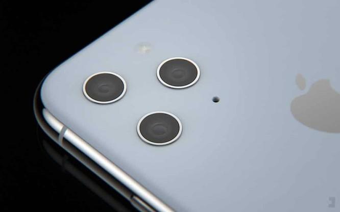 Chụp ảnh với 3 camera sau từ iPhone 11 - Ảnh: Internet