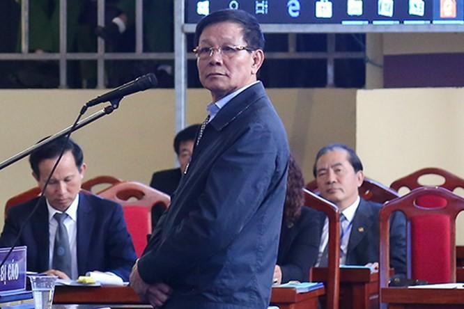 bị cáo Phan Văn Vĩnh - cựu trung Tướng, nguyên Tổng cục trưởng Tổng cục cảnh sát, trước tòa.