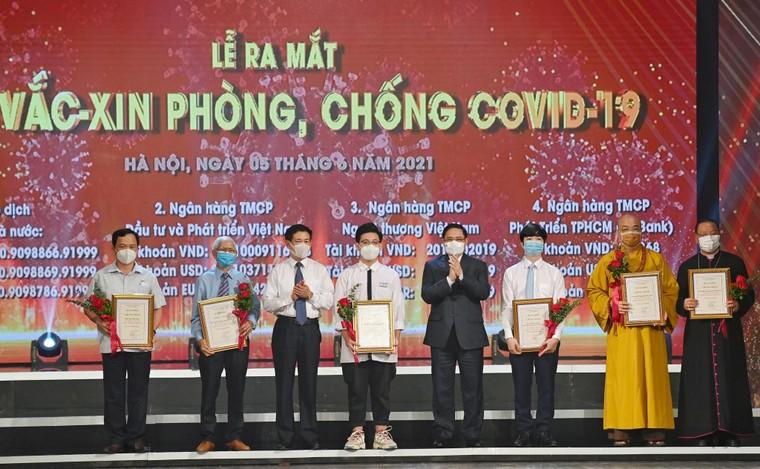 Xúc động tấm lòng Việt Nam: Gần 6.000 tỉ đồng cho Quỹ vaccine COVID-19 ảnh 1