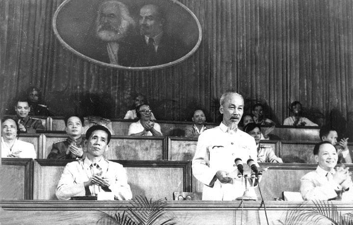 Chủ tịch Hồ Chí Minh đọc diễn văn tại Đại hội đại biểu toàn quốc lần thứ III của Đảng ở Thủ đô Hà Nội. Ảnh tư liệu