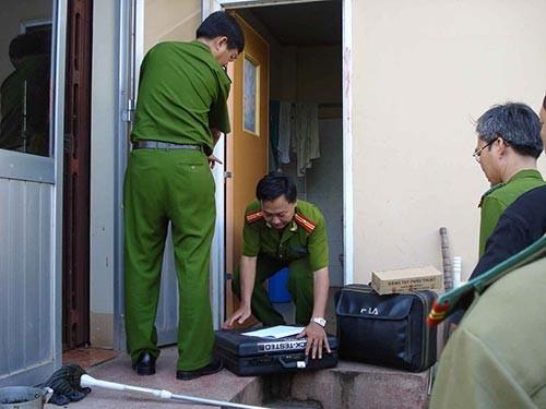 Cơ quan công an khám nghiệm hiện trường vụ án Hồ Duy Hải sát hại 2 nhân viên bưu điện Ảnh: nguoilaodong