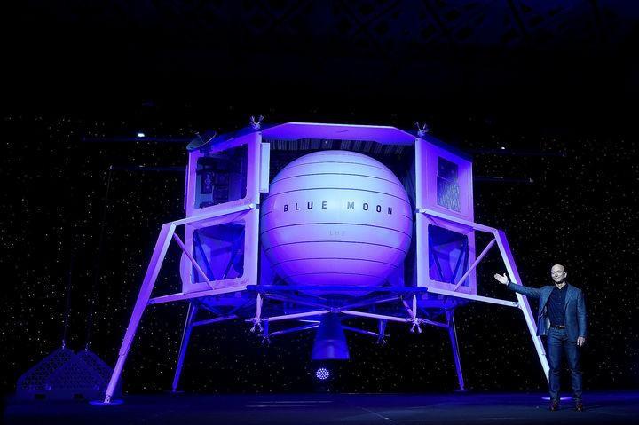 Liệu Jeff Bezos có thể bắt kịp Elon Musk sau khi từ chức và tập trung vào việc chế tạo tên lửa? ảnh 2