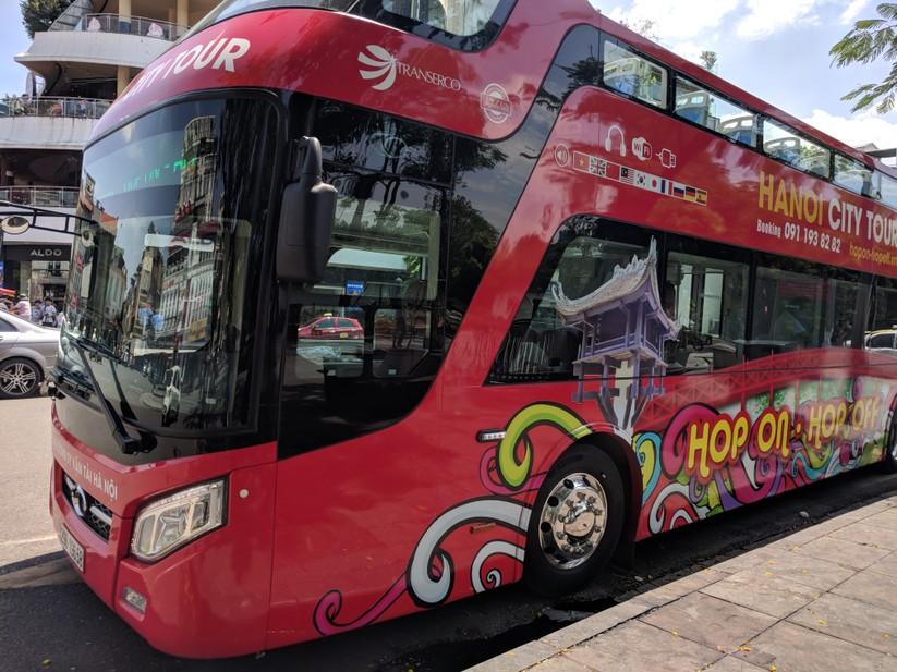 Trải nghiệm xe buýt 2 tầng mui trần trong ngày Hà Nội nắng 39 độ ảnh 4