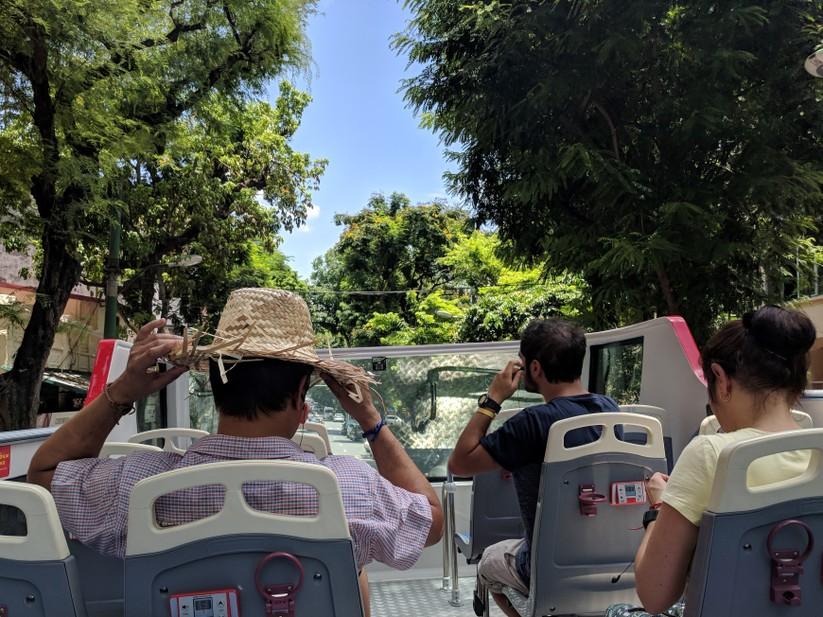 Trải nghiệm xe buýt 2 tầng mui trần trong ngày Hà Nội nắng 39 độ ảnh 12