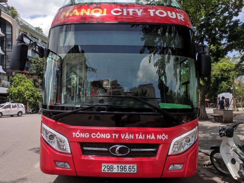 Trải nghiệm xe buýt 2 tầng mui trần trong ngày Hà Nội nắng 39 độ ảnh 3