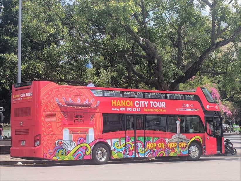 Trải nghiệm xe buýt 2 tầng mui trần trong ngày Hà Nội nắng 39 độ ảnh 1