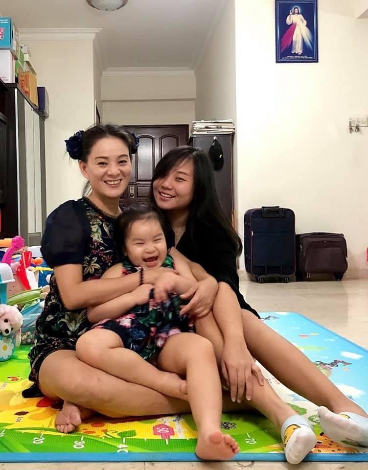 Mẹ con Huỳnh Trang Nhi đến với cộng đồng xứ Nghệ nói chung và fan SLNA nói riêng như một cơ duyên (ảnh NV cung cấp)
