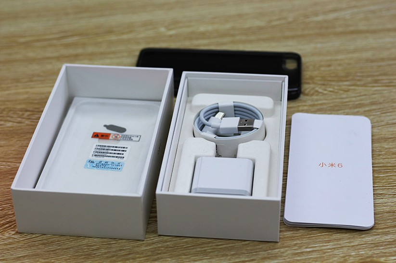 HOT: Mở hộp Xiaomi Mi 6 đầu tiên về Việt Nam ảnh 2