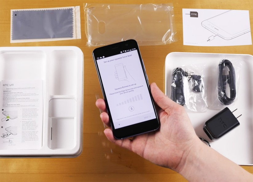 Mở hộp siêu phẩm HTC U 11 ảnh 11