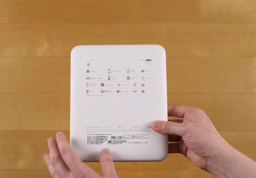 Mở hộp siêu phẩm HTC U 11 ảnh 2