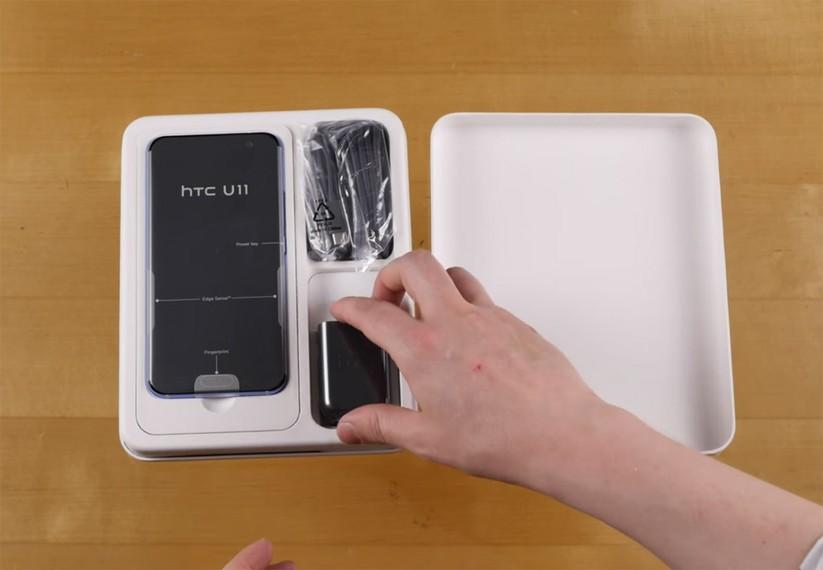Mở hộp siêu phẩm HTC U 11 ảnh 3