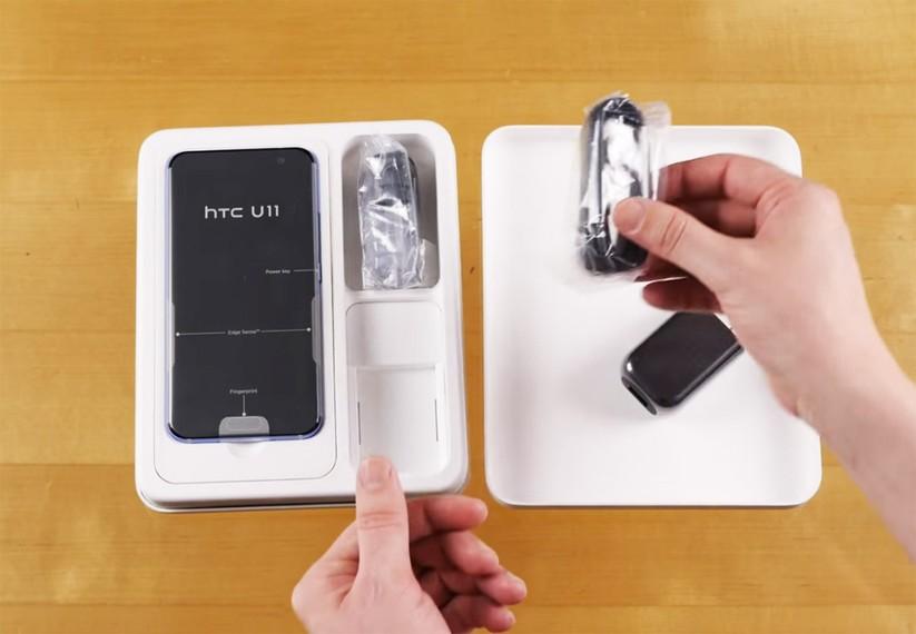 Mở hộp siêu phẩm HTC U 11 ảnh 4