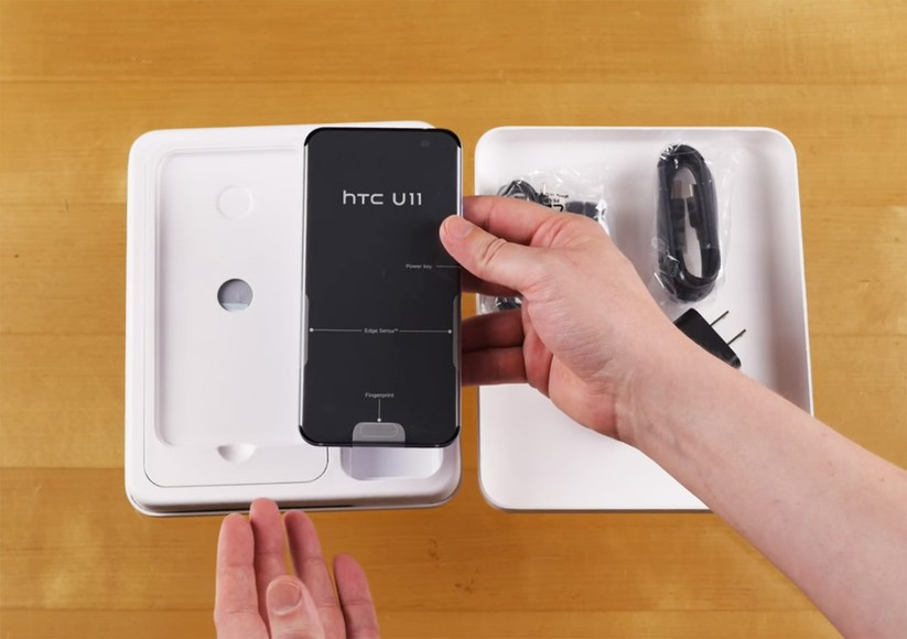 Mở hộp siêu phẩm HTC U 11 ảnh 6