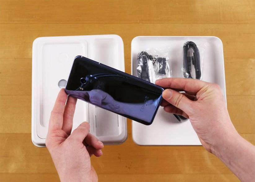 Mở hộp siêu phẩm HTC U 11 ảnh 7