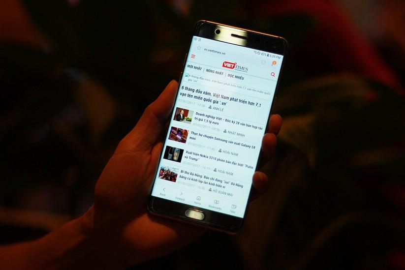 Cận cảnh Galaxy Note 7 tân trang đầu tiên về Việt Nam, giá 15 triệu đồng ảnh 4