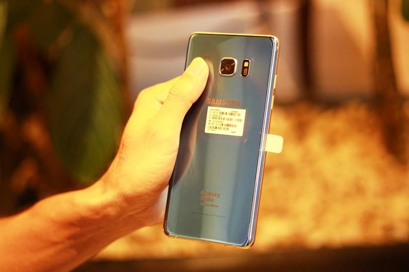 Cận cảnh Galaxy Note 7 tân trang đầu tiên về Việt Nam, giá 15 triệu đồng ảnh 9