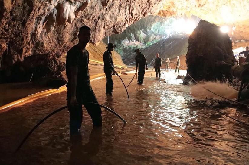 """Những hình ảnh ấn tượng về cuộc """"giải cứu hang động"""" ở Thái Lan ảnh 22"""