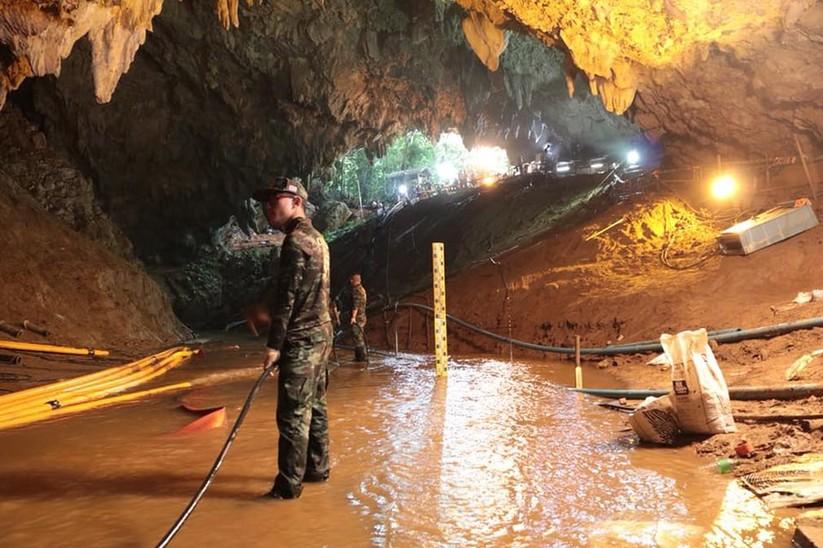 """Những hình ảnh ấn tượng về cuộc """"giải cứu hang động"""" ở Thái Lan ảnh 23"""