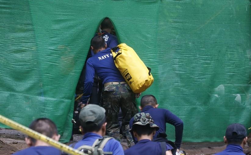 """Những hình ảnh ấn tượng về cuộc """"giải cứu hang động"""" ở Thái Lan ảnh 25"""