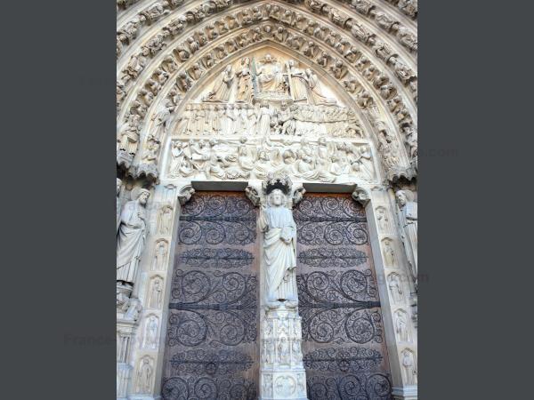 Chùm ảnh về vẻ đẹp của Nhà thờ Đức Bà Paris trước vụ hỏa hoạn làm sập mái vòm và tháp đêm 15/4 ảnh 19