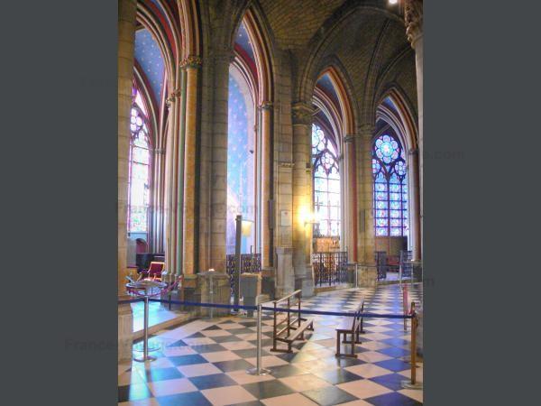 Chùm ảnh về vẻ đẹp của Nhà thờ Đức Bà Paris trước vụ hỏa hoạn làm sập mái vòm và tháp đêm 15/4 ảnh 12