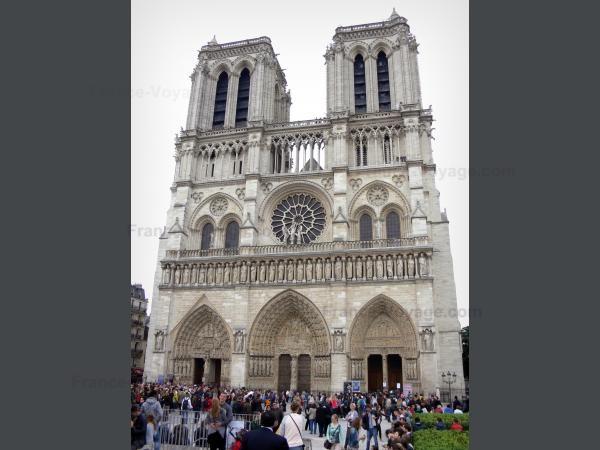 Chùm ảnh về vẻ đẹp của Nhà thờ Đức Bà Paris trước vụ hỏa hoạn làm sập mái vòm và tháp đêm 15/4 ảnh 21