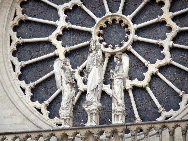 Chùm ảnh về vẻ đẹp của Nhà thờ Đức Bà Paris trước vụ hỏa hoạn làm sập mái vòm và tháp đêm 15/4 ảnh 39