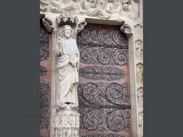 Chùm ảnh về vẻ đẹp của Nhà thờ Đức Bà Paris trước vụ hỏa hoạn làm sập mái vòm và tháp đêm 15/4 ảnh 37