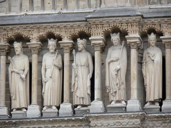 Chùm ảnh về vẻ đẹp của Nhà thờ Đức Bà Paris trước vụ hỏa hoạn làm sập mái vòm và tháp đêm 15/4 ảnh 34