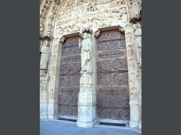 Chùm ảnh về vẻ đẹp của Nhà thờ Đức Bà Paris trước vụ hỏa hoạn làm sập mái vòm và tháp đêm 15/4 ảnh 7